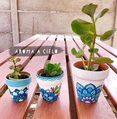 Cool Art Projects, Mosaic Projects, Garden Projects, Painted Clay Pots, Painted Flower Pots, Suculentas Diy, Pots D'argile, Terracotta Plant Pots, Pottery Painting Designs