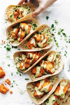 OKAY THESE TACOS ARE SO GOOD Buffalo Cauliflower Tacos with Avocado Crema Baked not fried and breaded in a twoingredient batter Crispy tangy fiery taco perfection Baked Buffalo Cauliflower, Cauliflower Tacos, Cauliflower Recipes, Spinach Recipes, Bar Restaurant Design, Avocado Crema, Vegetarian Recipes, Healthy Recipes, Vegan Meals