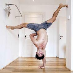Hab mit meiner neuen Cam im Hotelzimmer rumgespielt. Was geht ab? Yogawelt ist bei #namasteamsee ein Festival am Wörthersee in Klagenfurt. Ein noch ganz kleiner Teil ist bei Dylan Werner in Wien und ein noch kleinerer Teil ist bei der Inside Flow Ausbildung bei mir in Graz. Sonntag geht es aber auch für mich nach Klagenfurt aber jetzt wird erst einmal im yoga life gerockt!