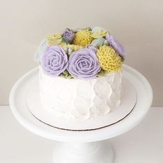 Beautiful rough textured wreath cake