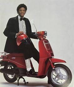 1980 suzuki>Foto del Giorno: la vita di Michael Jackson in un click</b> Michael Jackson Bad, Michael Jackson Quotes, Annie Leibovitz, Familia Jackson, Hee Man, Bae, Jackson Family, Mike Jackson, King Of Music