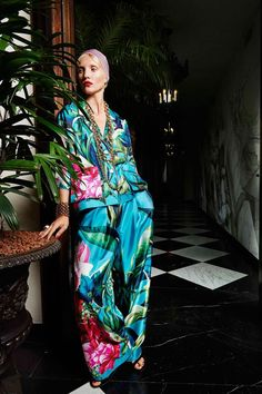 The Pajama's Style is making the trendiest everywhere. Elegant PJ's trousers and dressing-gown jackets in satins and slouchy silks have a relaxed glamour.
