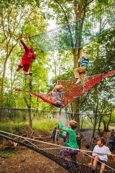 Forest root adventure playground Source by youngheartsza Kids Outdoor Spaces, Kids Outdoor Play, Outdoor Gym, Wood Playground, Backyard Playground, Casa Hotel, Tree House Plans, Play Houses, Woodland