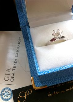 Packing our jewels up. Of course every customer receives his or her valuable item wrapped up in a jewellery box including a certificate (diamond solitaires will come with a GIA appraisal).