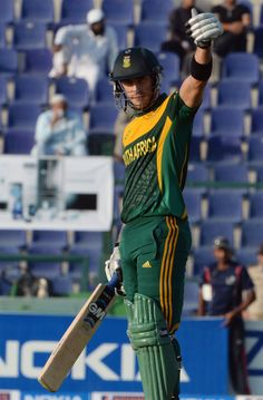 Faf du Plessis anchored the innings with a half-century, Pakistan v South Africa, 3rd ODI, Abu Dhabi, November 6, 2013 ©AFP