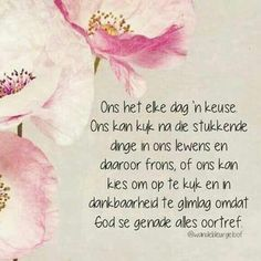 Kies om op te kyk en in dankbaarheid te glimlag omdat God se genade alles oortref. Scripture Verses, Bible Verses Quotes, Strong Quotes, Positive Quotes, Afrikaanse Quotes, Morning Greetings Quotes, Motivational Words, Printable Quotes, Religious Quotes