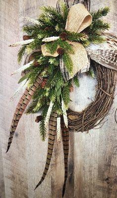 Feather Wreath, Feather Crafts, Floral Wreath, Antler Wreath, Rustic Christmas, Christmas Crafts, Christmas Decorations, Diy Wreath, Wreath Ideas
