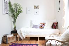 Coziness doesn't always mean lumpy beds,blankets, layering and such. Sometimescozinessa feeling. Likeslipping into the perfect pair of jeans, a cozy spacefits the owner perfectly, no matter the style. Hair stylist/bloggerLauren Wendt Bremerand her painter/graphic artist husband Matthew's rental in Chicago's Avondale neighborhood is one such place. Instead of piling on the decorations in hopes of creating a cozy retreat, they've designed a space that fits themlike a glove…