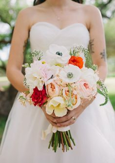 Wow, all my favorite flowers! Gorgeous! Peonies, Garden roses, Icelandic poppies, Ranunculus, Anemone.