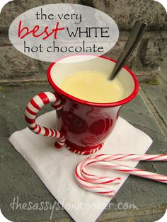Warm up this winter with this super delicious white Christmas hot chocolate! have to try and see if the claim is right Christmas Drinks, Christmas Treats, White Christmas, Christmas Hot Chocolate, Hot Chocolate Bars, Smoothies, Smoothie Drinks, Virgin Drinks, Non Alcoholic Drinks