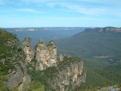 The Three Sisters & the Jamison Valley, from Echo Point, Katoomba -- Blue Mountains, Australia. // Up in the Blue Mountains region is Katoomba - the largest, and most visited town - with Echo Point, Scenic World, & shopping. Known for its artsy, hippie population.