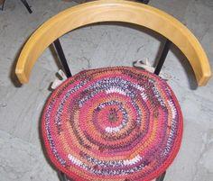 crochet_housse_pour_galette_13_mars_2014_termin_echttp://mamieminette.canalblog.com/archives/2014/03/13/29424475.html#c60582354