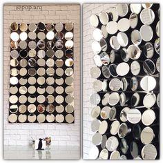 Detalhe do painel em espelhos com relevo e volumes em diferentes direções, estilo retrô, que instalamos na sala de jantar de um apartamento studio 😍😍😍😍 #saladejantar #dinningroom #living #aptostudio #espelho #mirror #tijolo #tijolinho #pb #arquitetura #arquiteturadeinteriores #decor #homedecor #instaarq