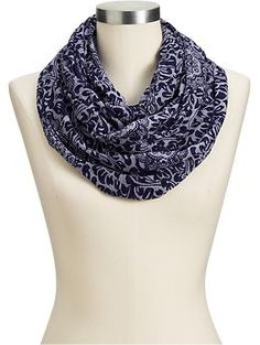 Old Navy's range of women's scarves includes knit scarves, striped scarves, embroidered scarves, and more. Available in a range of lovely colors and patterns, pick a scarf that fits your style. Striped Scarves, Shop Old Navy, Womens Scarves, Fashion Outfits, Fashion Trends, Plus Size Fashion, Your Style, Cute Outfits, Accessories