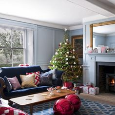Georgian farmhouse is colorful + cozy + dressed for Christmas in the UK! #dreamhouseoftheday