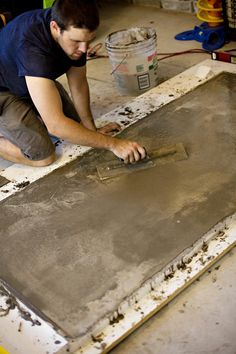 diy concrete table top for dining room with ikea lerberg table legs Concrete Furniture, Concrete Projects, Furniture Projects, Home Projects, Concrete Crafts, Pool Furniture, Living Furniture, Concrete Table Top, Concrete Wood