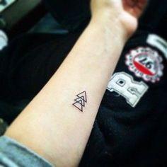 tatuajes geometricos minimalistas de triangulos