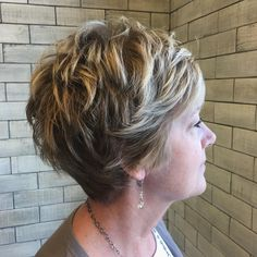 Ideas with regard to amazing looking women's hair. Your own hair is precisely what can certainly define you as an individual. To several people it is certainly important to have a very good hairstyle. Hair Hair and beauty. Short Layered Haircuts, Cool Short Hairstyles, Best Short Haircuts, Short Hairstyles For Women, Hairstyles Haircuts, Pixie Haircuts, Pretty Hairstyles, Classy Hairstyles, Layered Hairstyles