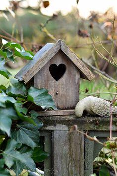 Trendy Bird Houses In Garden Cottages Ana Rosa Ideas Dream Garden, Garden Art, Rustic Bird Feeders, Large Bird Houses, Garden Cottage, My Secret Garden, Outdoor Gardens, Pergola, Backyard
