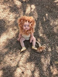 Looking for a fast, easy, and inexpensive costume for your baby? Check out this DIY lion costume perfect for your little one! disfras bebes Lion Costume DIY - Mamma Bear Says Baby Lion Costume, Cute Baby Halloween Costumes, Baby Costumes For Boys, Halloween Kids, Homemade Baby Costumes, Costumes Kids, Pirate Costumes, Homemade Halloween, Costume Ideas