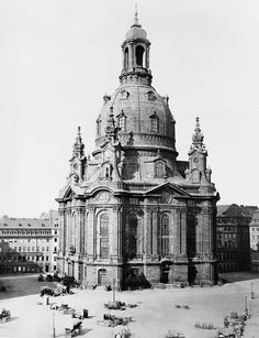 The Dresdner Frauenkirche (Church of Our Lady), Dresden, Germany, before the bombing. German Architecture, Baroque Architecture, Classical Architecture, Historical Architecture, Ancient Architecture, Library Architecture, Architecture Photo, Church Of Our Lady, Dresden Germany
