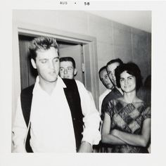 This photo was taken at the Western Hills Inn (long since demolished) in Euless, TX on Sat., August 9, 1958, as Elvis happened upon a Texas Christian University ΣΑΕ frat party going on there (Sigma Alpha Epsilon). By many accounts, this was Elvis's favorite place to hang out while in the Dallas/ Ft. Worth area. It was about a two and a half-hour drive from Killeen, TX where Elvis had been renting a home to live off base with his parents and friends. At the time he was stationed at Fort Hood…