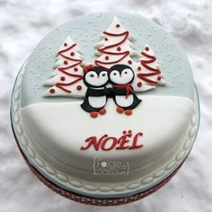 Pingouin christmas cake - La Forge à Gâteaux #ChristmasCake #ChrismtasPingouin www.laforgeagateaux.com