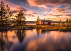 Smooth Reflections - a beautiful red cabin at the lake Vaeleren in Norway