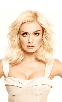 The official Katherine Jenkins website - talented classical & pop crossover artist Beautiful Celebrities, Beautiful People, Beautiful Women, Katherine Jenkins, Hollywood, Perfect Woman, Female Singers, Hair Today, Short Hair Styles