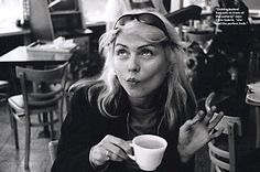 In the Chelsea Hotel's exhibition space, Debbie Harry has helped curate a Blondie video, picture, and memorabilia show. Blondie Debbie Harry, Debbie Harry Style, Up Girl, Girl Boss, Chelsea Hotel, New York Pictures, Estilo Rock, Picture Show, Black White