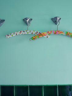 Green Bathroom vintage hangers © julie ansiau