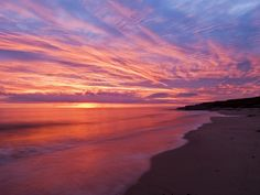 High resolution nature desktop wallpaper of Dawn Skies Over Gulf Of St Lawrence, Prince Edward Island, Canada (ID: Ocean Sunset, Ocean Beach, Pink Sand Beach, Pink Ocean, Seaside Holidays, Beach Wallpaper, Wallpaper Desktop, Hd Desktop, Nature Wallpaper
