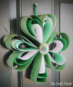 The Craft Patch: Paper Shamrock Wreath- I am seriously lacking in St. Patrick's Day decor, so I decided to make some using stuff I already had---It's a shamrock made of scraps of green paper. March Crafts, St Patrick's Day Crafts, Spring Crafts, Decor Crafts, Holiday Crafts, Crafts For Kids, Diy Crafts, Spring Projects, Halloween Crafts