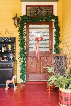 Add one-of-a-kind seasonal style to your home's exterior with these easy DIY projects for your yard, front porch and more.