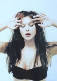 Malena Monica Bellucci, Monica Bellucci Young, Monica Bellucci Photo, Italian Actress, Italian Beauty, Actrices Hollywood, Long Bob Hairstyles, Beautiful Actresses, Mannequins