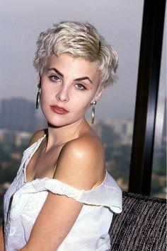 strawberrybb:  laurapalmerwalkswithme: Sherilyn Fenn, 1988