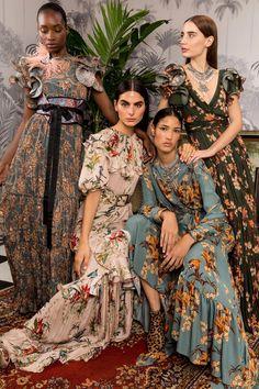 Johanna Ortiz Fall 2018 Ready-to-Wear Fashion Show Collection - Fashion Outfits Fashion 2018, Look Fashion, Runway Fashion, Trendy Fashion, Spring Fashion, Autumn Fashion, Fashion Dresses, Womens Fashion, Fashion Design