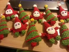 Adorable crochet Santa's and Christmas Trees all strung up into beautiful bunting! :D
