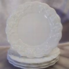 Do You Know Westmoreland's Paneled Grape Milk Glass? Most Valuable Milk Glass Antique Dishes, Antique Lamps, Vintage Dishes, Vintage Glassware, Fenton Glassware, Vintage Kitchen, Glass Dishes, Glass Jars, Kitchen Dishes