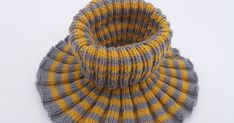 Etsin vuosia sitten aikuiselle tarkoitettua kauluria korkealla kauluksella. Markkinoilta en kuitenkaan löytänyt sellaista ja ylipäätään mink... My Socks, Crochet Scarves, Neck Warmer, Knitted Hats, Projects To Try, Hair Beauty, Beanie, Knitting, Cowl Patterns