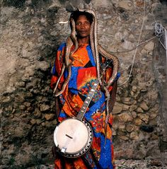Phyllis Galembo   Man with banjo and snakes, Jacmel, Haiti, 2013.