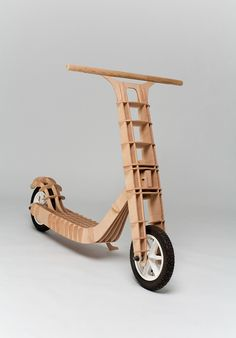 I was inspired by plywood models. The body is made from plywood and is connected by ribs without using any mechanical joints, including the main articulation of handlebar fork.U této koloběžky jsem se inspiroval překližkovými modely. Trup koloběžky je t…