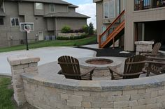 is this hardscape?How cool is this hardscape? Best yard court fire pits Ideas Wonderful Court Yard Landscaping Ideas For Front Yard Modern Backyard, Backyard Garden Design, Backyard Projects, Patio Design, Backyard Ideas, Patio Ideas, Backyard Decorations, Outdoor Projects, Fire Pit Backyard