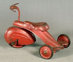 Art Deco tricycle, swept style fender on fender, probably original red painted surface.