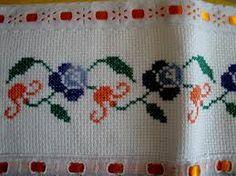 Resultado de imagem para barradinho de flores pequenas em ponto cruz