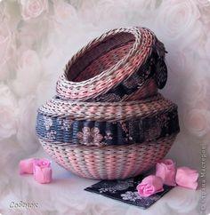 Поделка изделие Плетение Розовое настроение Бумага газетная Трубочки бумажные фото 1