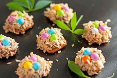 Bird's Nest Rolo Pretzels - Cooking Classy These are cute for Easter treats.and sound yummy, too! Rolo Pretzels, Pretzel Treats, Pretzel Recipes, Pretzel Bites, Holiday Snacks, Holiday Recipes, Holiday Fun, Festive, Cookie Dough Frosting