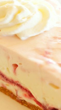 This Easy No Bake Strawberry Swirl Cheesecake is a delicious, easy to make, creamy and smooth dessert for spring and summer! Cold Desserts, Summer Desserts, No Bake Desserts, Delicious Desserts, Yummy Food, Strawberry Swirl Cheesecake, Strawberry Patch, Key Lime Yogurt Pie, Dessert Ideas