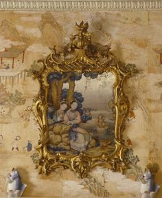 Chinoiserie… One of the Chinese mirror paintings, in English Rococo frames and with Chinese porcelain leaping carp figurines on the mantelpiece below, in the Mirror Room at Saltram. Et Wallpaper, Chinese Wallpaper, Chinoiserie Wallpaper, Chinoiserie Chic, Painted Wallpaper, Mirror Room, Mirror Mirror, Mirror Glass, Mirror Panels