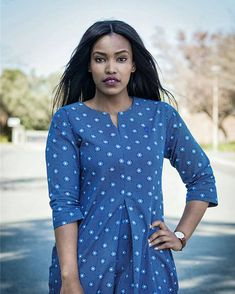 Chemise robe faite à partir de la plus haute qualité et unique imprimé tissu imprimé du sud africain appelé Shweshwe. S'il vous plaît vérifier tableau des tailles ci-dessous pour voir quelle taille correspond à vos mesures. Ou vous pouvez votre commande avec vos mensurations afin que votre